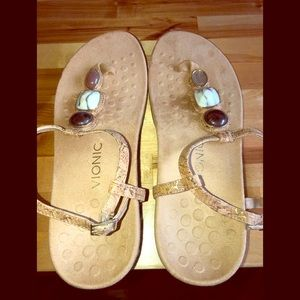 Vionic size 10 brown thong sandals NWOT